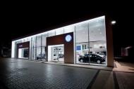 Volkswagen zamyka salony i serwisy.